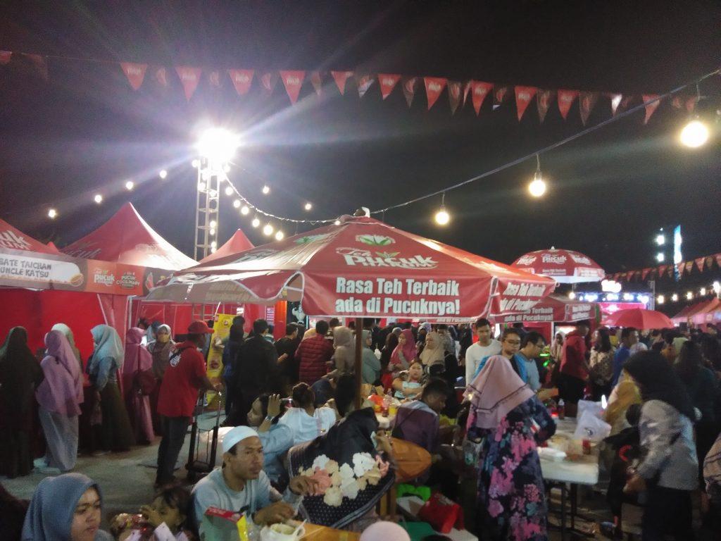 Suasana Pucuk Coolinary Festival Malam Hari dipadati Pengunjung