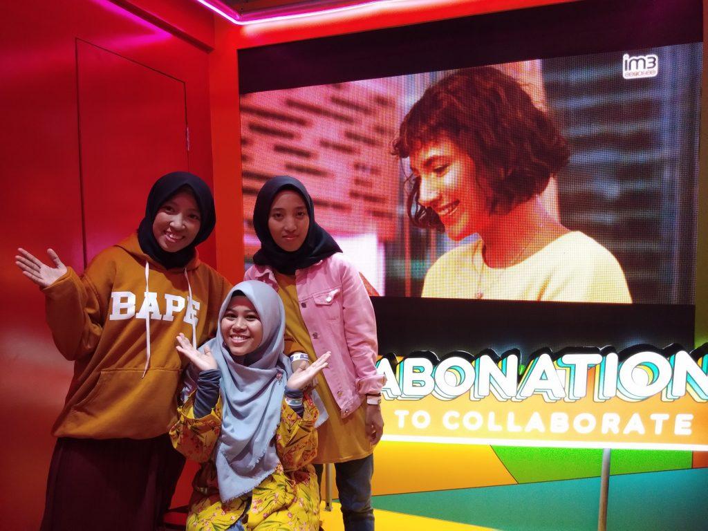 Foto bersama di Booth IM3Ooredoo YTFF Makassar 2019